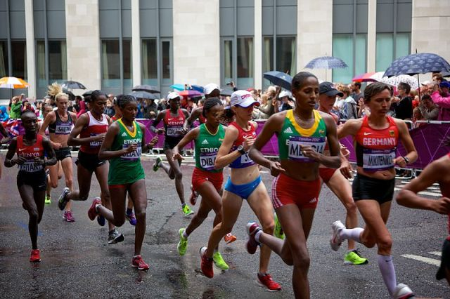 800px-Women's_Marathon_London_2012_006